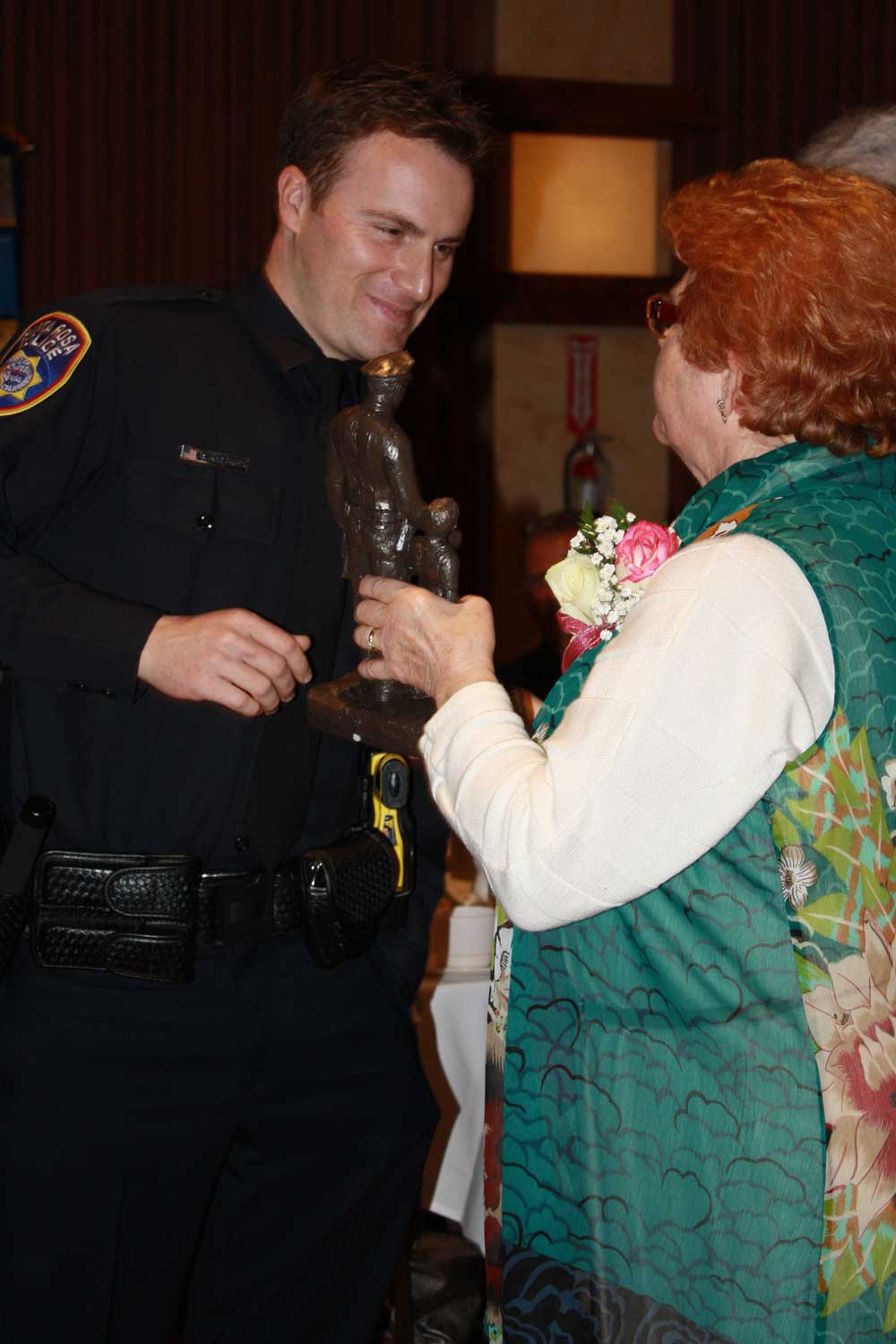 2014-Police-Officer-Recipient-with-Teri-Abramson