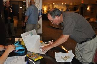 Rick Allen signs Dick's card