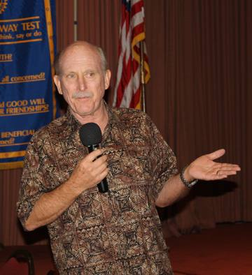 Photographer Robert Pierce giving his Rotary Business minute